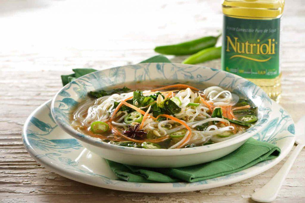 Sopa de fideos y verduras