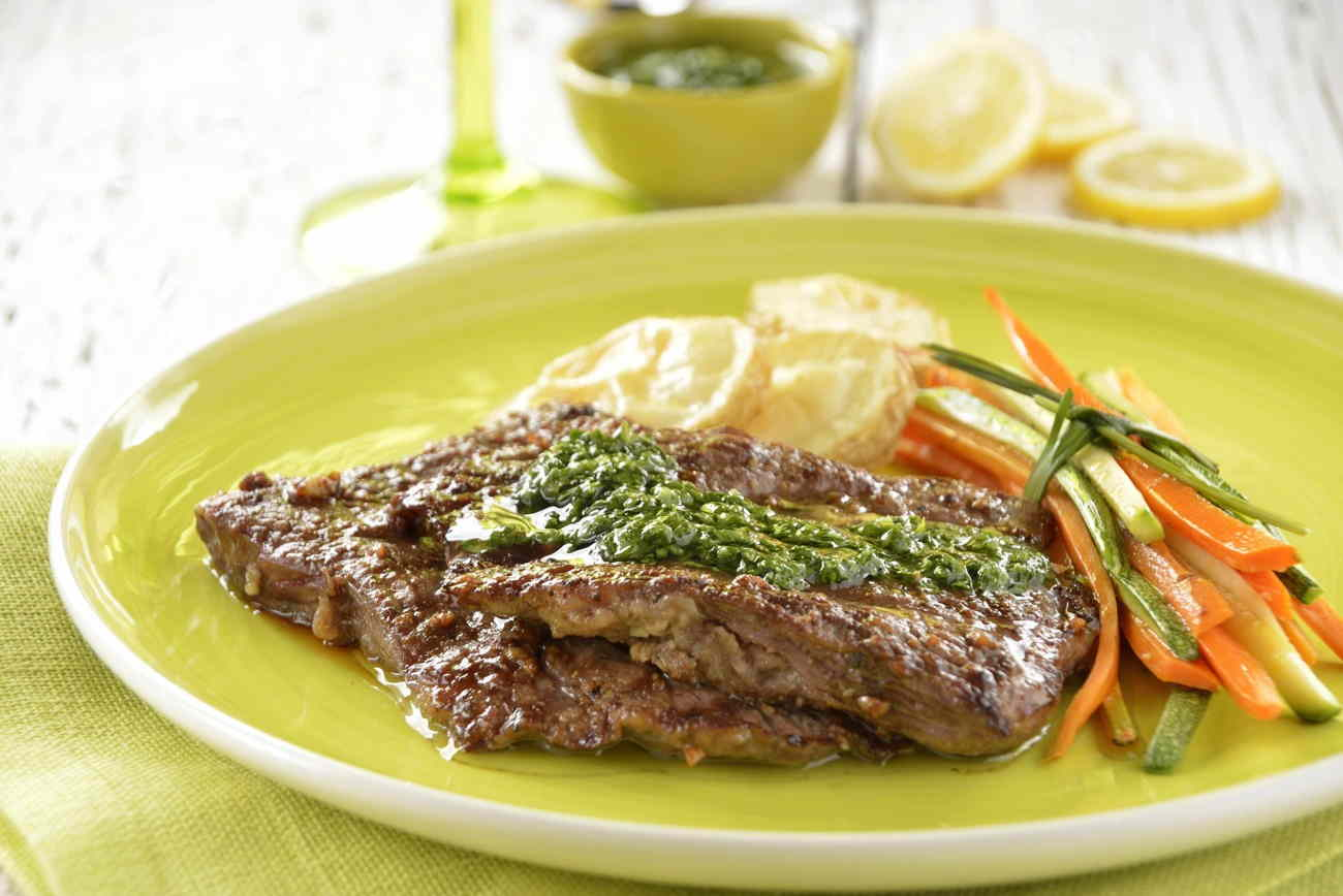 arrachera de res con salsa chimichurri