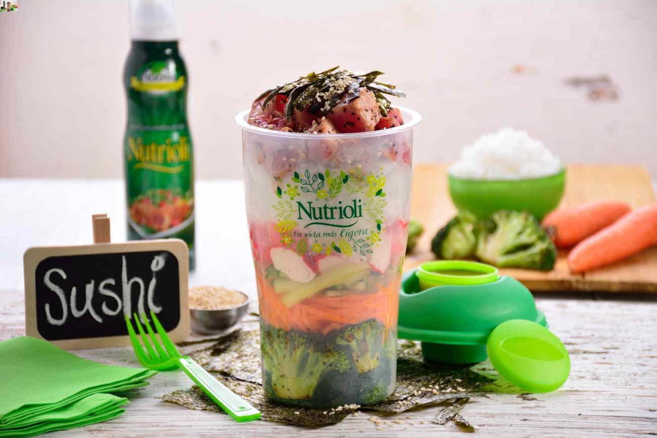 sushi de atún con verduras