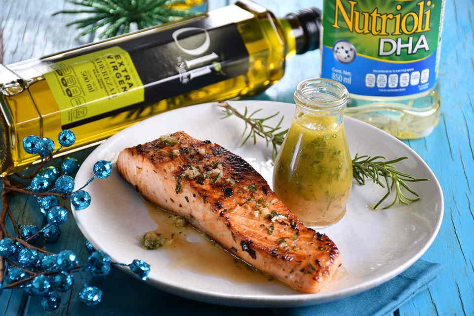 Salmón marinado con ajo y hierbas   Nutrioli DHA